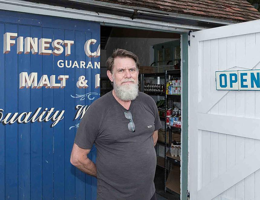 MP opens pub's lockdown shop